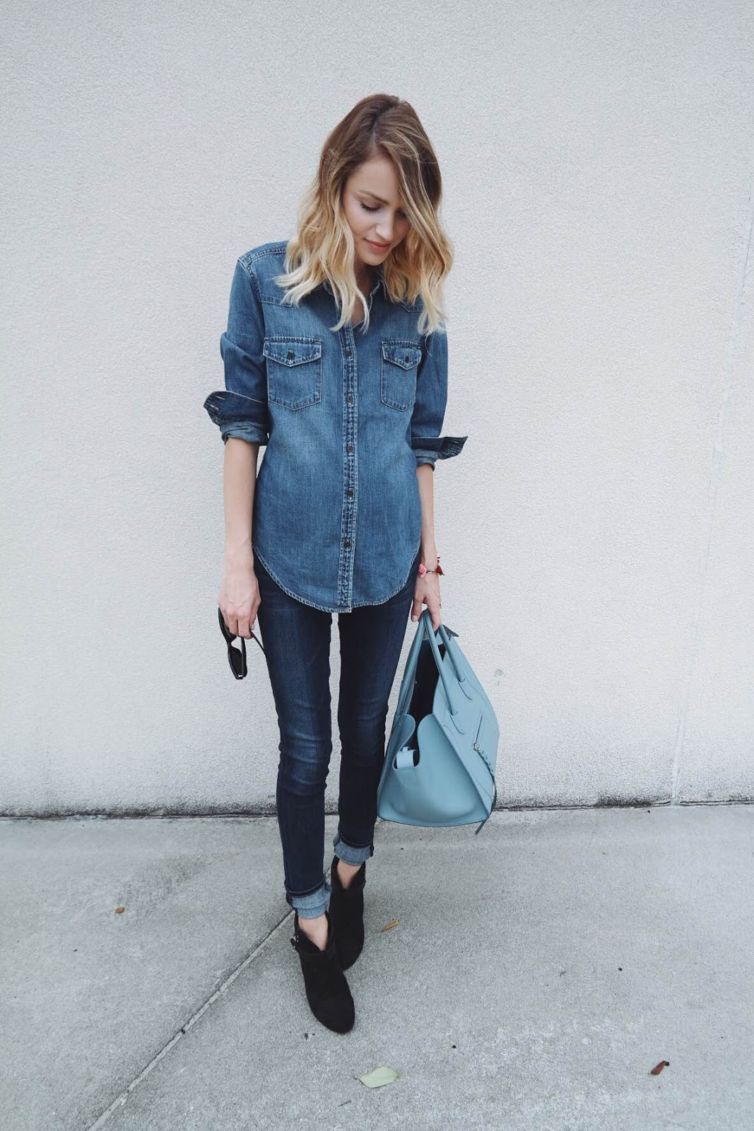 Lady wearing denim chambray top with skinny jeans