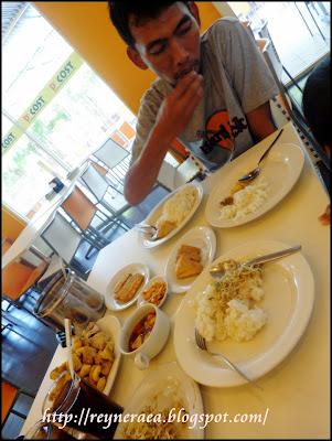 makan siang di D'Cost Renon Denpasar Bali