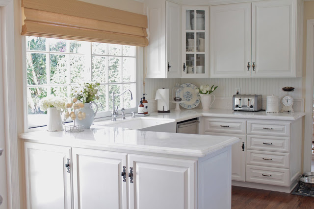 spring-tour-white-kitchen