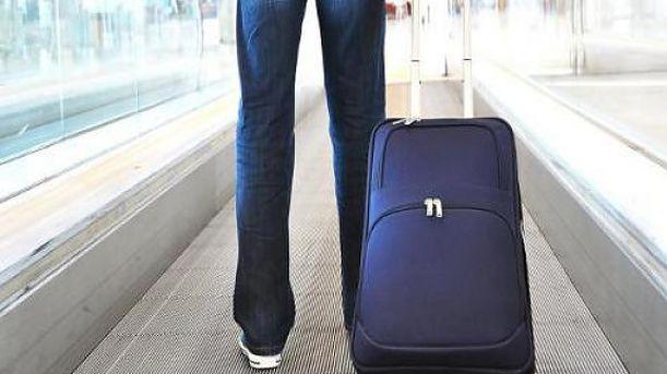 Ο επιβάτης με τις 100 χιλ. ευρώ στη βαλίτσα – Εκπλήξεις και σύλληψη στο Αεροδρόμιο