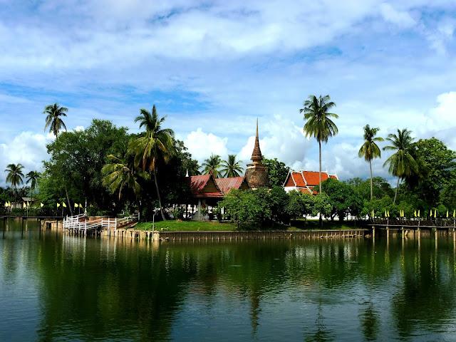 sukhothai que ver