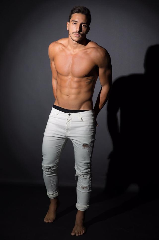 Modelo Lucas Mantellato mostra o corpo sarado em ensaio. Foto: Fábio Tieri/MM Estratégia de Imagem