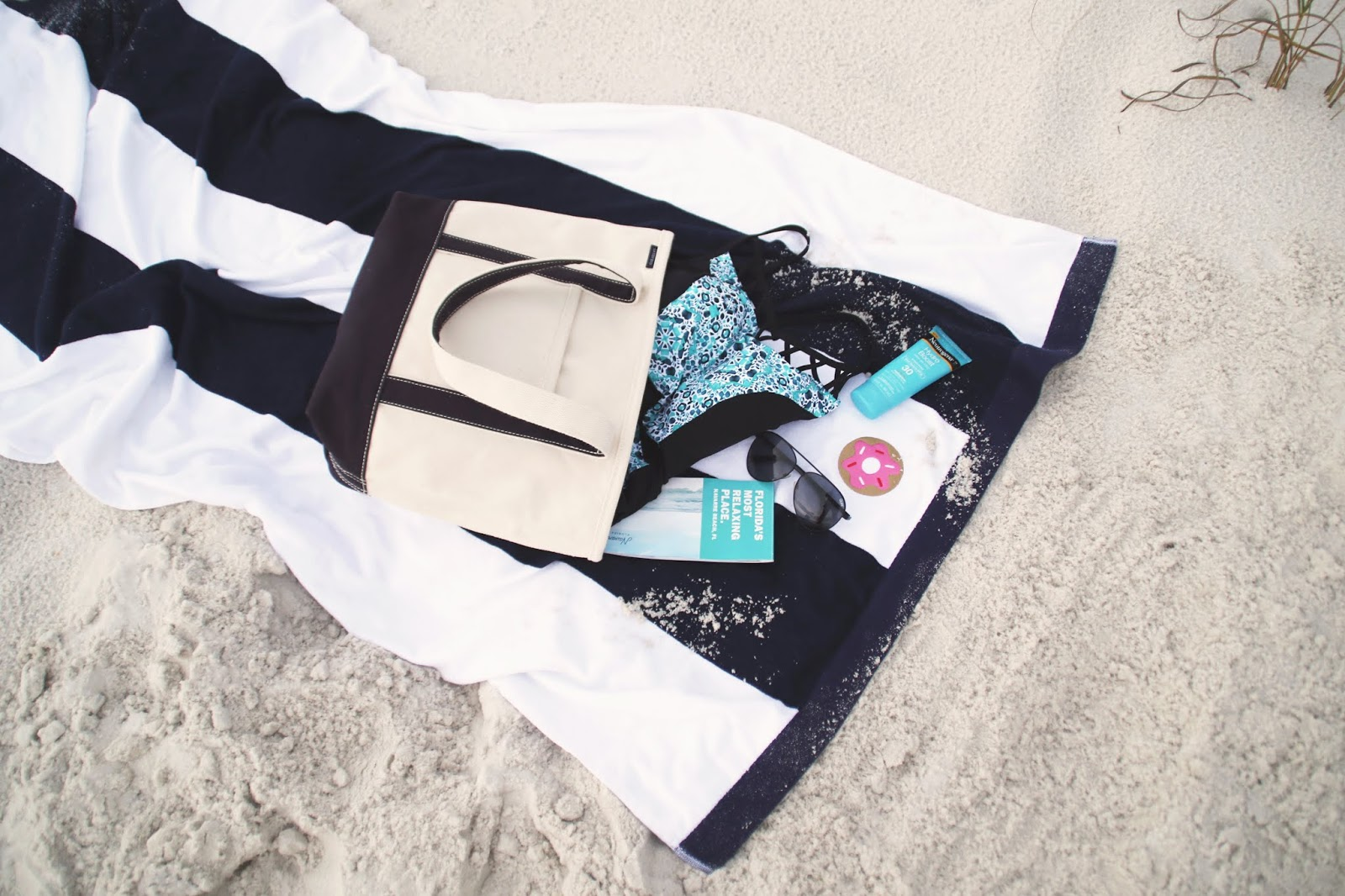 what's in my beach bag, navarre beach florida, navarre florida travel guide, beach bag necessities, perfect beach day, beach day ideas, beach day inspiration, college blogger