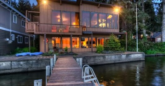 Holiday home with private dock and kayak lincoln city for Lincoln city fishing charters