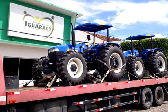 Mais uma conquista da Prefeitura de Iguaracy: Tratores adquiridos através do INCRA irão servir aos agricultores do município.