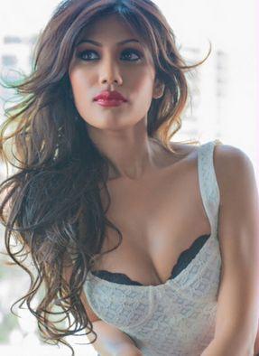 Nicole Faria Hot Pics bold Curvy Fits