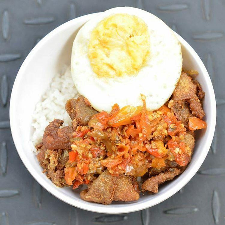 Serunya Makan Pedas di Warunk Upnormal