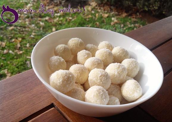 De belles boules coco chocolat blanc et noix de coco râpée