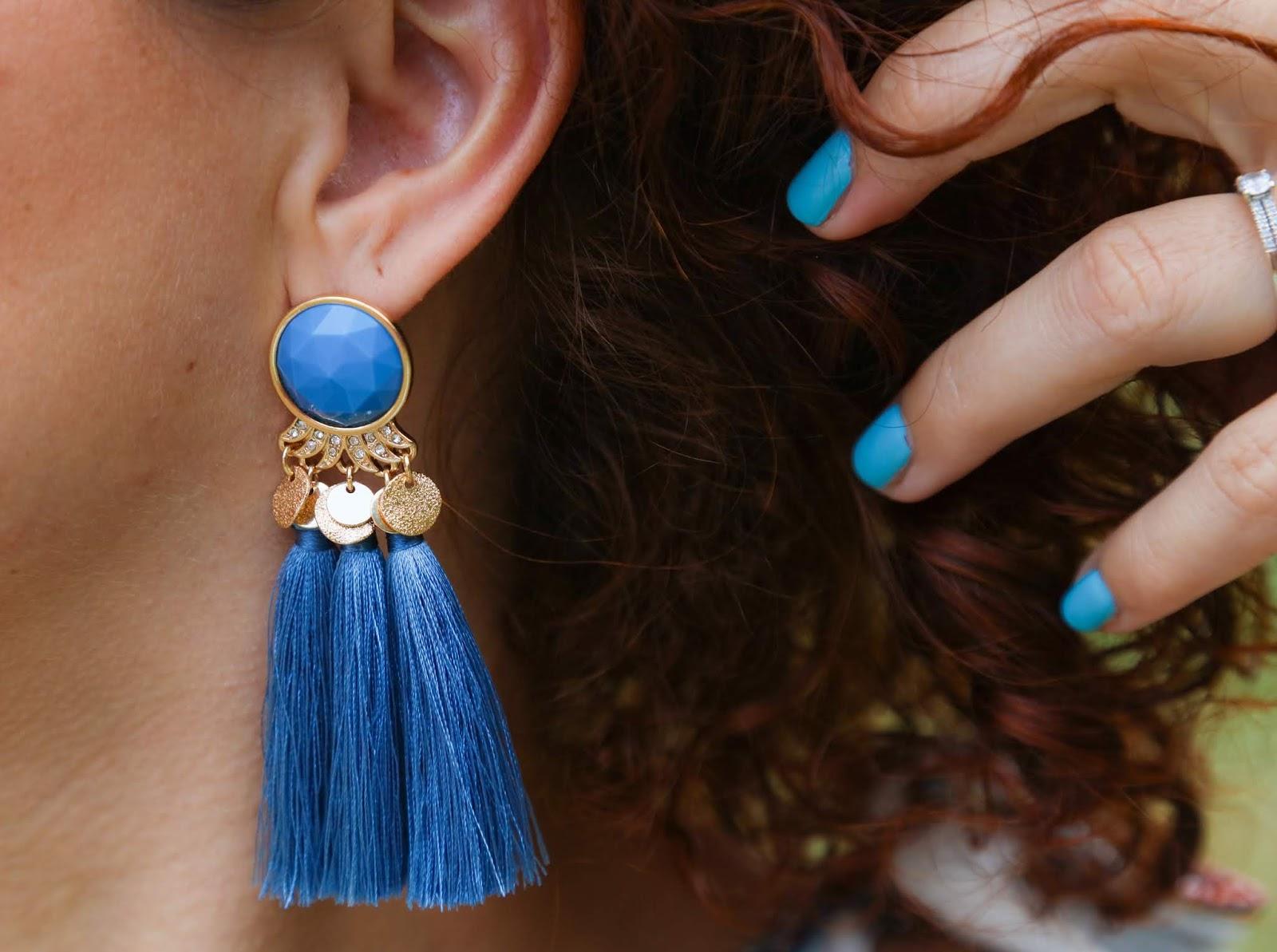 boucles-d-oreilles-pompons-bleues