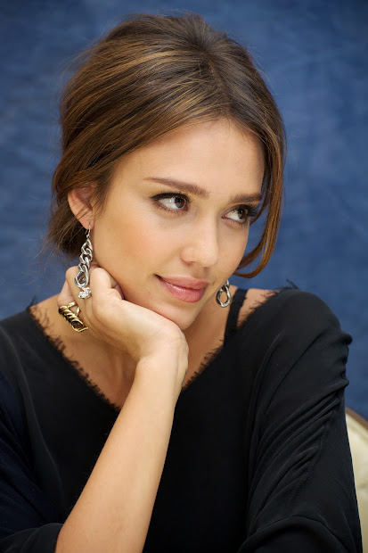 Beauty And - Jessica Alba' Sweet Smile
