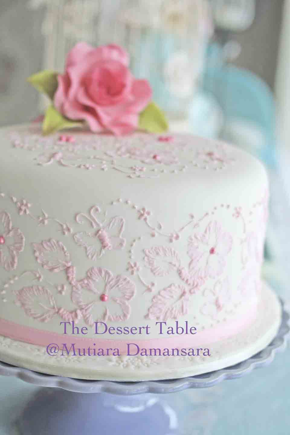 THE DESSERT TABLE Brush Embroidery Cake