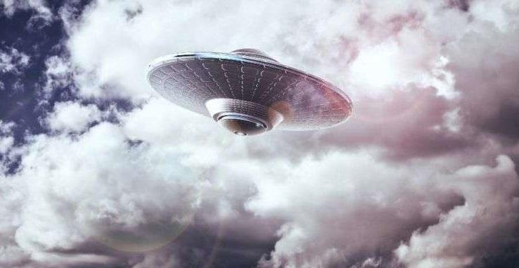 Tom DeLonge: Σύντομα Όλοι θα Μάθουν την Αλήθεια για τα UFOs και Δεν θα Γελάσουμε!