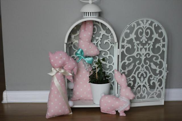 zajączek wielkanocny z materiału, zajączki z materiału, dekoracje wielkanocne, szyjątka, ozdoby na Wielkanoc DIY, ozdoby wielkanocne z materiału,