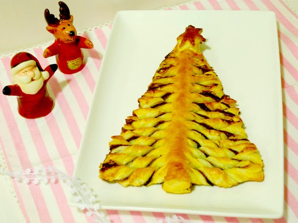 http://www.thepinkcakefactory.com/2014/12/arbre-de-nadal-de-pasta-de-full-farcit.html