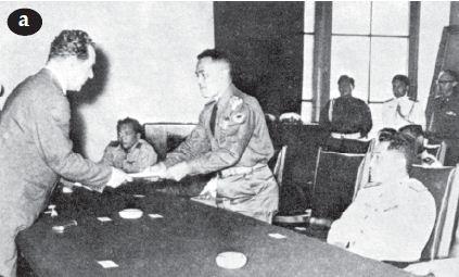 Pada tanggal 14 Maret 1961, di Jakarta dilangsungkan penandatanganan perjanjian pembelian senjata dari Uni Soviet (a). Tujuannya adalah mempersiapkan potensi militer Indonesia dengan kekuatan yang diperhitungkan mampu membebaskan Irian Barat dengan kekuatan bersenjata. Gambar-gambar tersebut menunjukkan sebagian dari peralatan perang yang dibeli dari Uni Soviet untuk memperkuat Angkatan Bersenjata RI dalam rangka perjuangan pembebasan Irian Barat. Peralatan perang tersebut terdiri dari pesawat Mig (b), kapal perang (c), dan kapal selam (d).