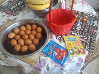 Αβγά βαμμένα και στολισμένα