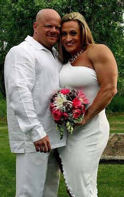 Lustige Menschen hässliche Hochzeitsbilder Bodybuilding Paar