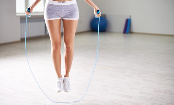 benefici corda saltare la corda per rimettersi in forma crunch challenge  rimettersi in forma dopo le feste dieta dopo le feste esercizi per addominali esercizi glutei saltare corda benefici benefici camminata