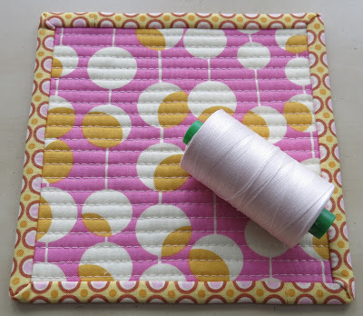 Luna Lovequilts - Quilted coaster - Backside