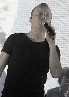 gigi d'alessio canta la prima stella al festival di sanremo 2017