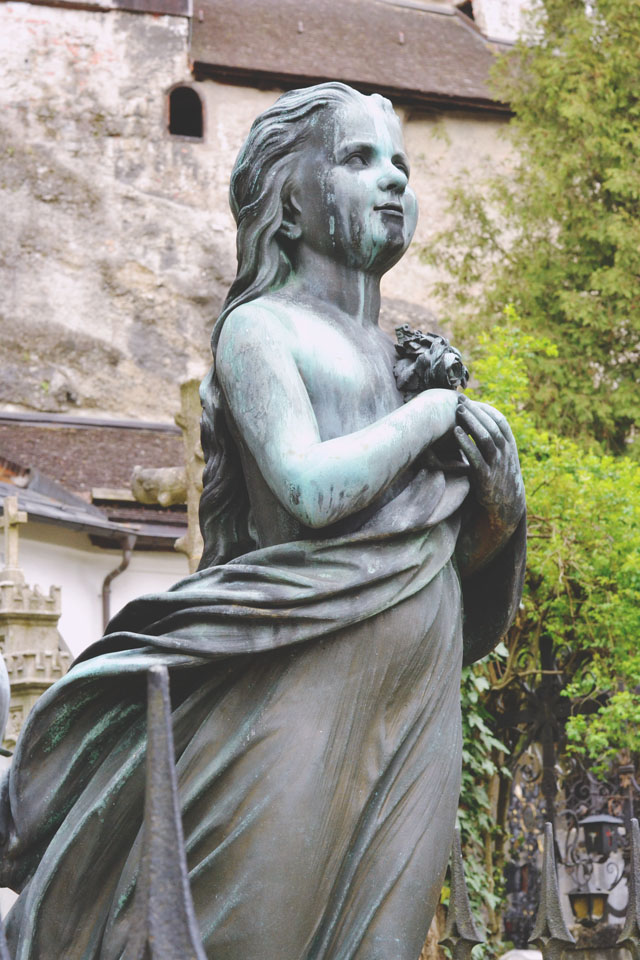 Bronze girl monument Petersfriedhof