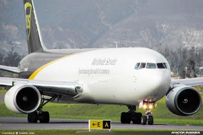 Boeing B767 de UPS taxeando en Quito