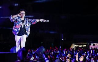 Gái xinh facebook ca sĩ vicky nhung là ai