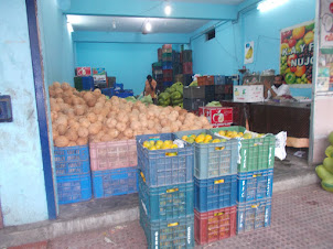 Wholesale coconuts and fruit shop