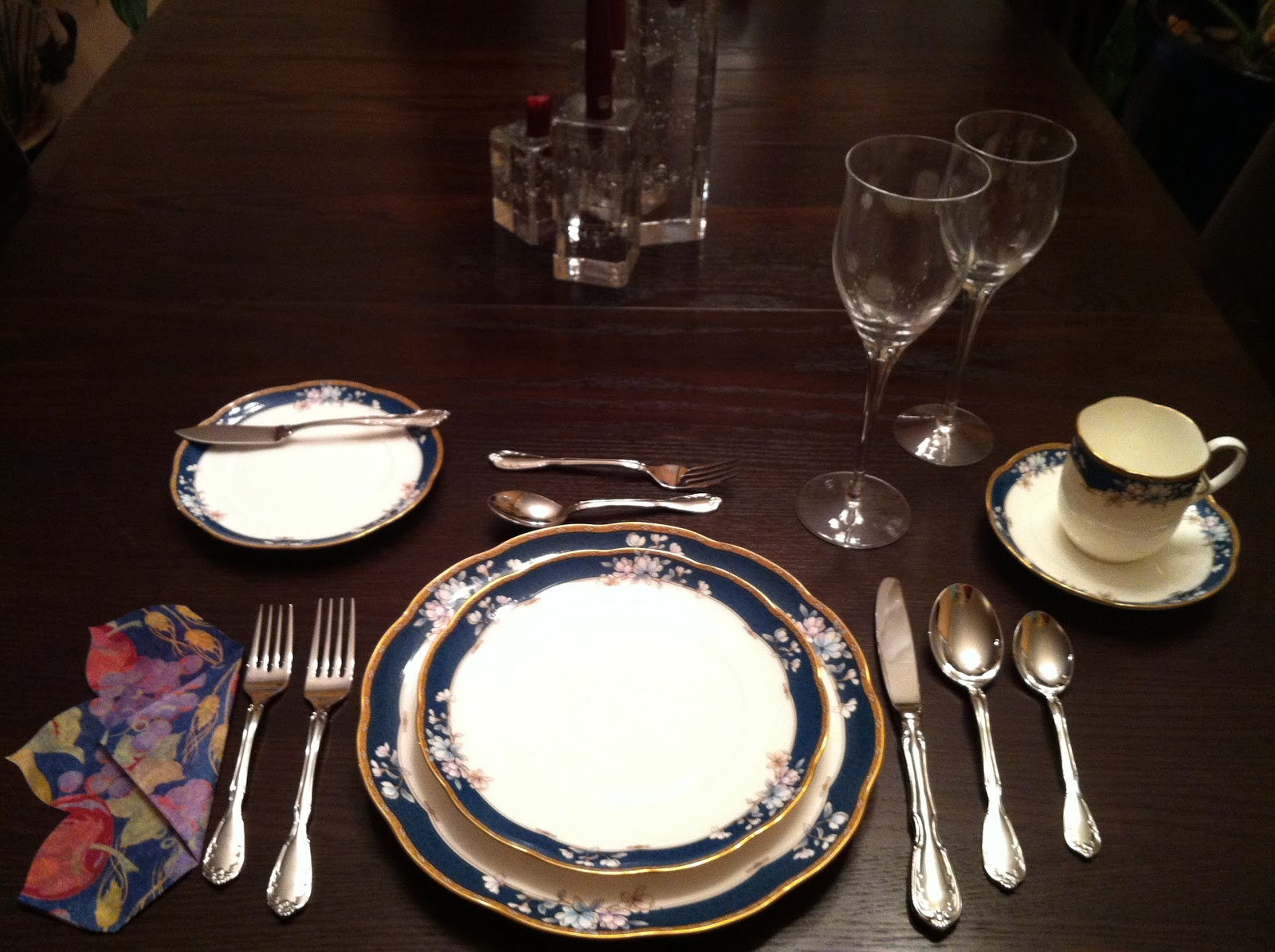 cravings table setting made easy or simple step by step instructions on how to set an elegant table. Black Bedroom Furniture Sets. Home Design Ideas