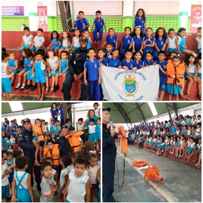 Marinha do Brasil realiza palestras em escolas em Itaituba.