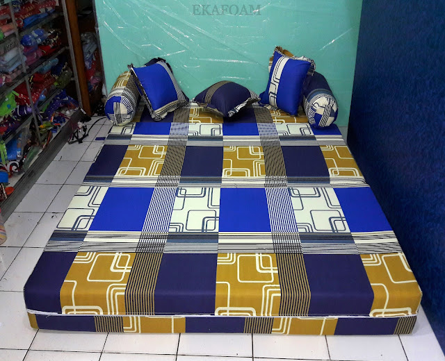 Sofa bed inoac motif abstrak sirkuit biru