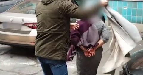 Lopni ment a rendelőbe egy hatvani nő, elkapták a rendőrök (videóval)