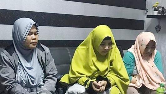 3 Emak Kampanye Hitam ke Jokowi Ditahan di Polres Karawang