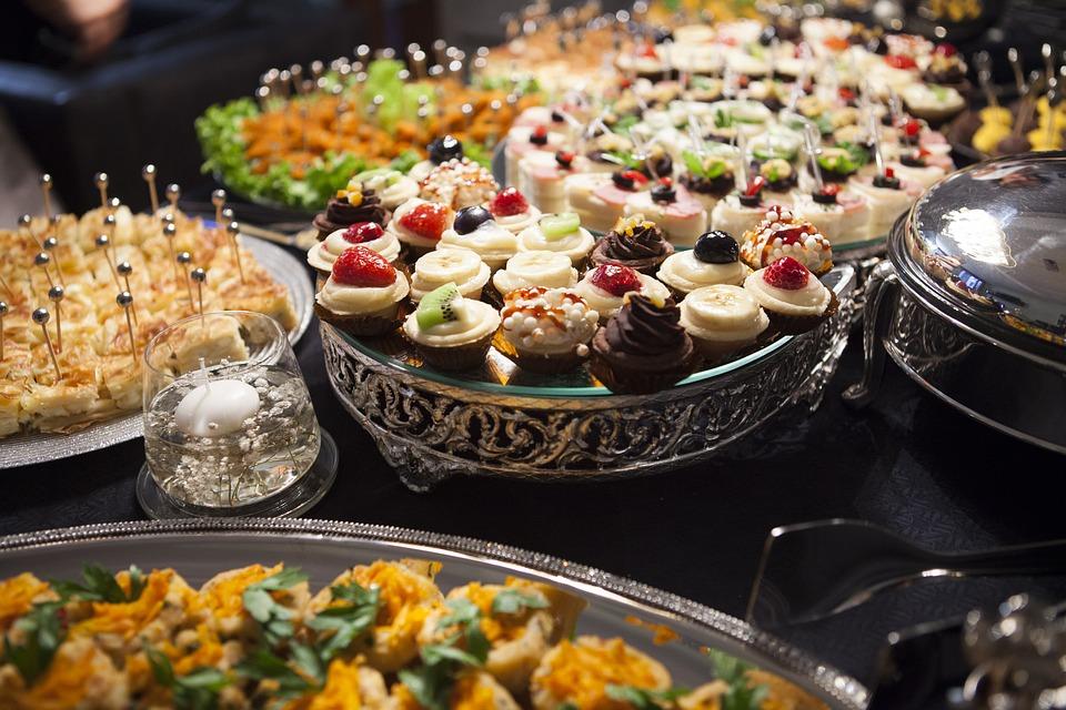 много разной еды