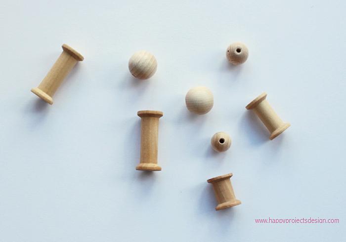 DIY muñecas con cuentas y carretes de madera