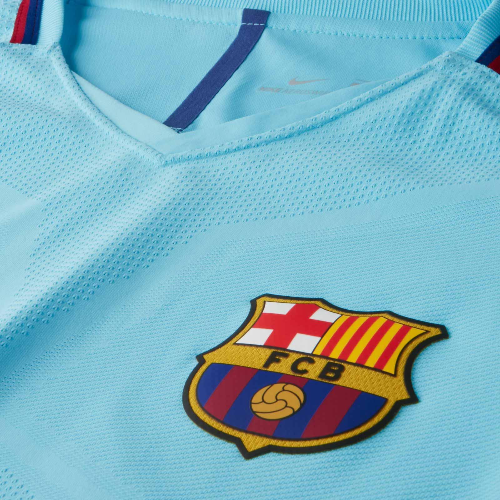 Nike divulga a nova camisa reserva do Barcelona. Após apresentar o novo  uniforme ... 61d51fa44612a