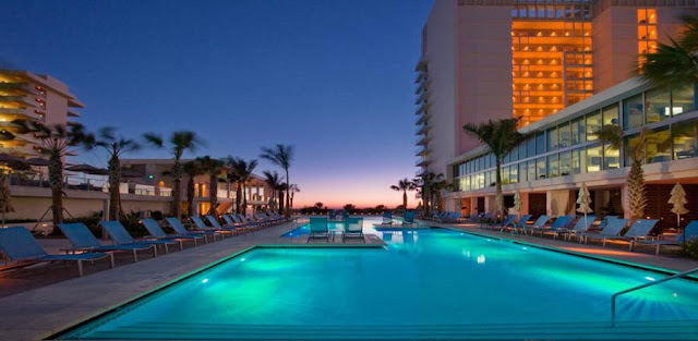Redefining the Florida family vacation, Marriott's Crystal Shores blends modern villa rental accommodations with superb resort amenities and a prime location in Marco Island.