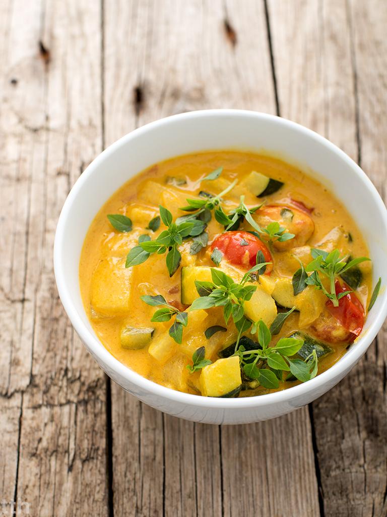 Curry z kalarepą i pomidorkami koktajlowymi wegańskie bezglutenowe kuchnia roślinna blog kulinarny