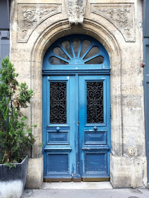 Doors of Paris, 32 Hours in Paris travel tips, hellopeagreen, travel blogger