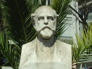 Προτομή του ποιητή Λορέντζου Μαβίλη. Έργο του γλύπτη Πέτρου Ρούμπου, Αθήνα - Πλατεία Μαβίλη.