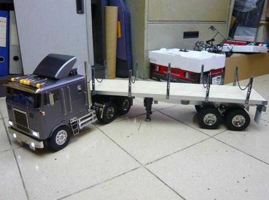 gambar truk gandeng mainan besar