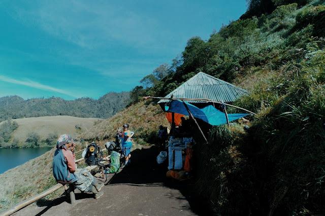 Gazebo Pos 4 Ranu Kumblo Gunung Semeru