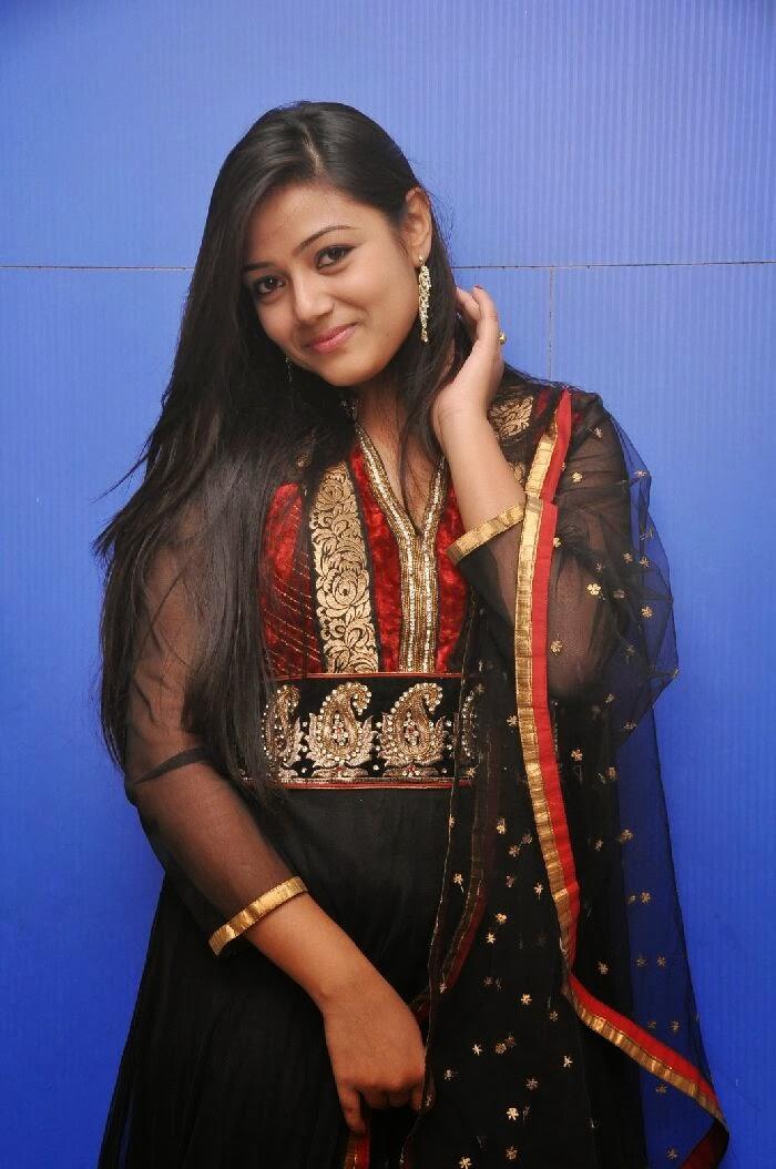 Pallavi Ghosh Photos in Salwar Kameez at Mudduga Movie ...