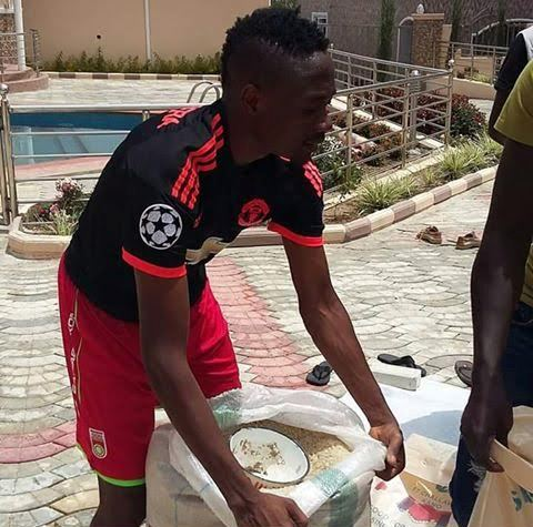 Super Eagles player, Ahmed Musa, shares food to less privilege once.