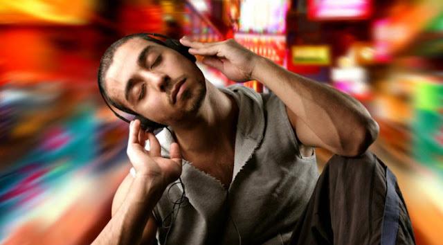 La RADIO EMOCIONAL que trata de adivinar cómo te sientes por tu expresión