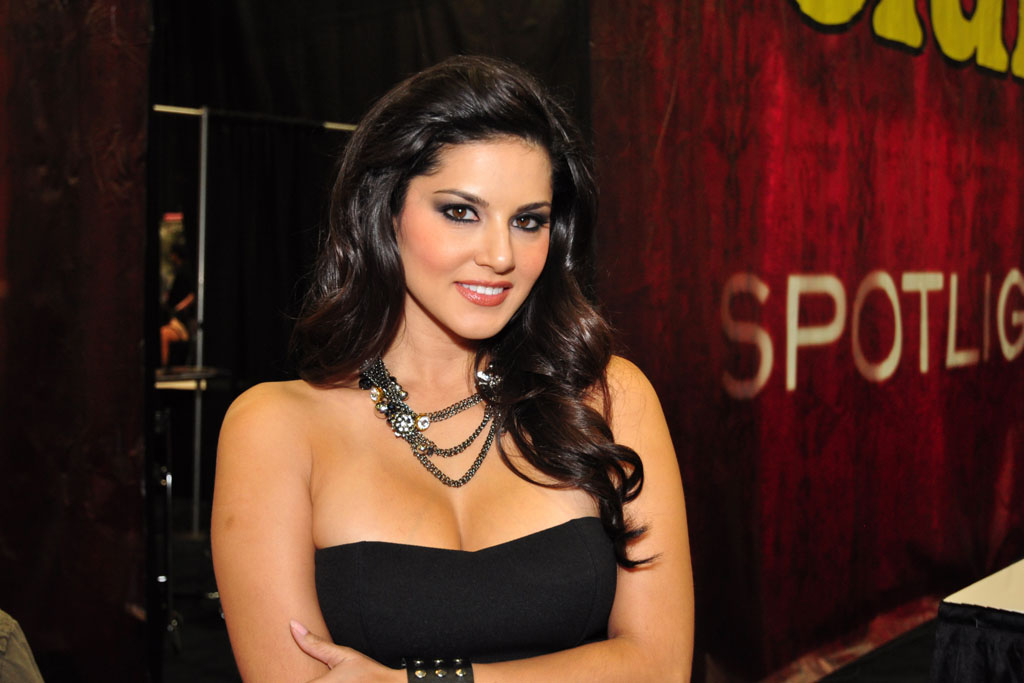 Bollywod Actress Sunny Leone Hot Hd Wallpaper Download -2887