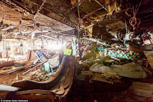 306E5ACE00000578 3409776 image a 144 1453388525628 - Primeiras imagens do Costa Concordia depois de ser resgatado em 2014
