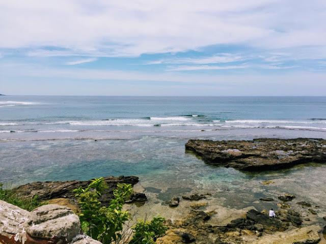 Cảnh biển trước chùa