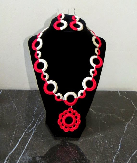 https://www.etsy.com/listing/159421700/beautiful-crochet-necklace-with-earrings?ref=favs_view_2