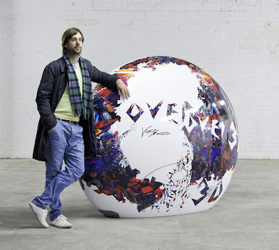 Designer Lee McCormack with the Vince Fraser decorated Ovei